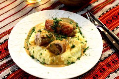 Рецепт кручеников с лесными грибами в сметанном соусе