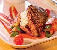 Рецепт стейка с начинкой из сыра и соусом санрайз-томат