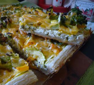 Рецепт овощного пирога с начинкой из трёх сыров