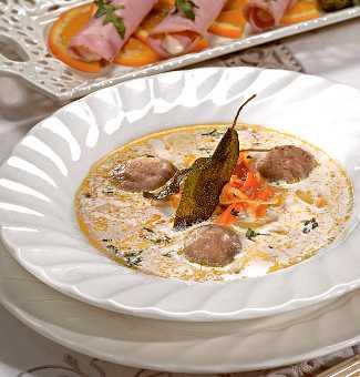 Рецепт пасхального супа с клецками из печенки