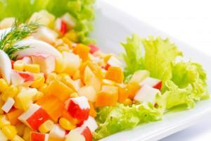 Рецепт - Салат с крабовыми палочками на 14 февраля