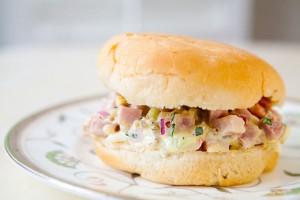 Рецепт - Сэндвич с салатом из ветчины на 14 февраля