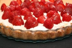 Рецепт - Миндальный пирог с клубникой на 14 февраля