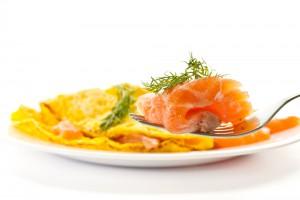 Рецепт - Омлет с лососем и зеленью