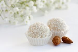Рецепт - Домашние конфеты с кокосом на 14 февраля