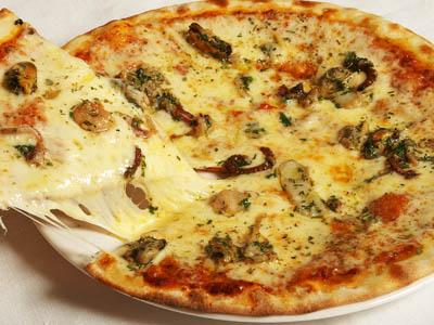 Постная пицца с морепродуктами