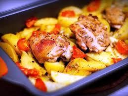 Курица, запеченная с овощами.
