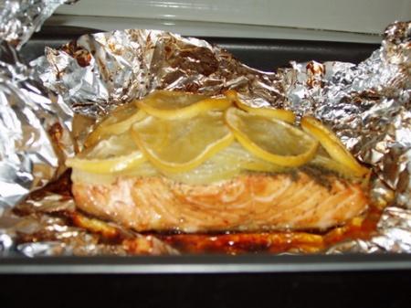 Лосось в фольге в духовке. Как запечь лосося в духовке в фольге – прекрасный рецепт.
