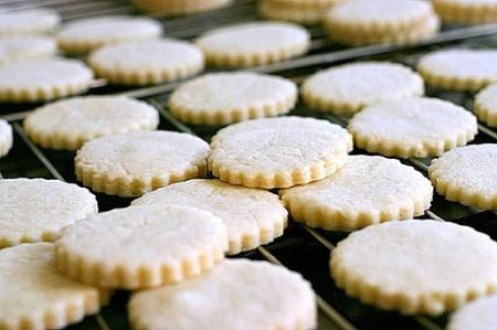 Песочное печенье. Рецепт и общие принципы приготовления рассыпчатого, домашнего песочного печенья.