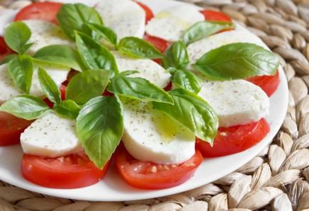 базилик помидоры моцарелла