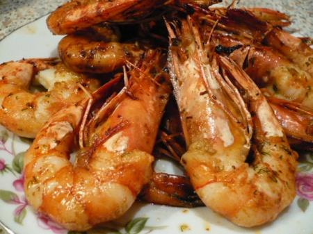 Креветки с чесноком жареные. Как приготовить пряные и аппетитные жареные креветки с чесноком – отличный рецепт.