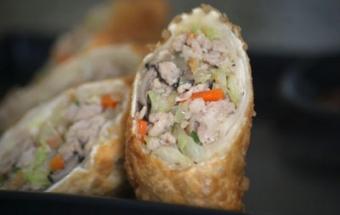 Горячие закусочные рулеты из лаваша – необычное и очень вкусное праздничное угощение к 8 марта.