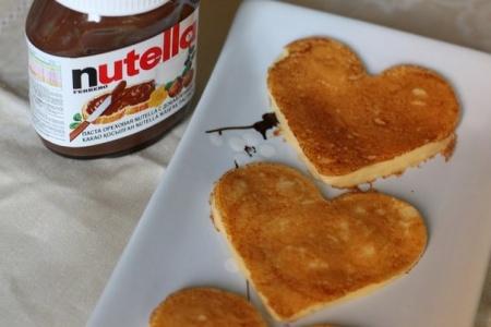 Оладьи-сердечки на 14 февраля. Отличный вариант праздничного завтрака ко дню Святого Валентина.