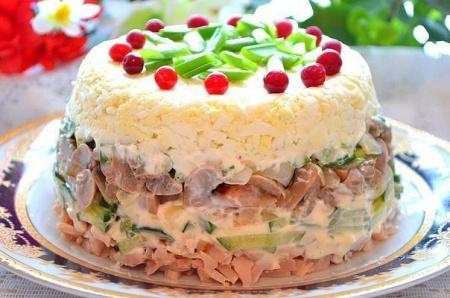 Салат из куриной грудки и грибов. Рецепт салата с куриной грудкой и грибами