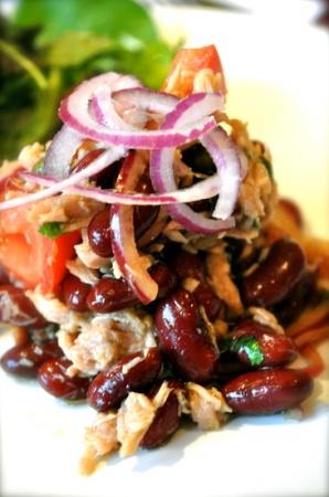 Салат с тунцом и фасолью и помидорами. Рецепт салата из тунца, фасоли и помидоров
