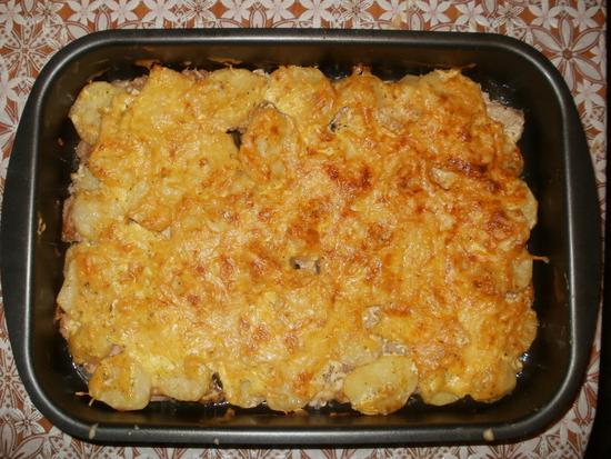Картофель со свининой в духовке рецепт слоями