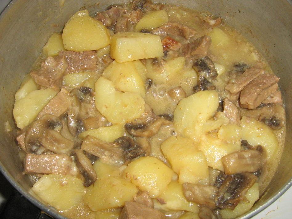 Грибы в сметанном соусе с картошкой рецепт