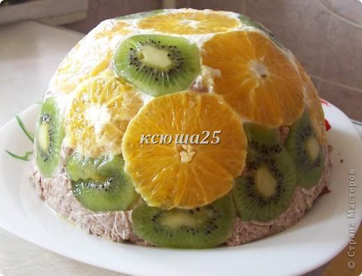 Торт на сметане и желатине с фруктами